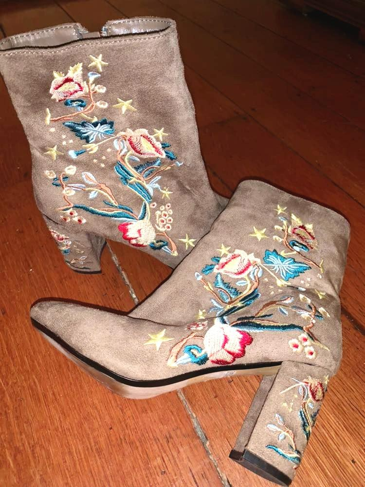 XOXO Velvet Boots With Sewed Print
