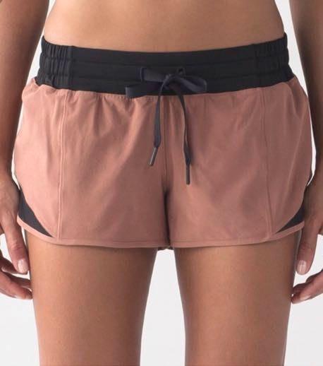 Lululemon Hotty Hot Shorts 2 1/2 Inch
