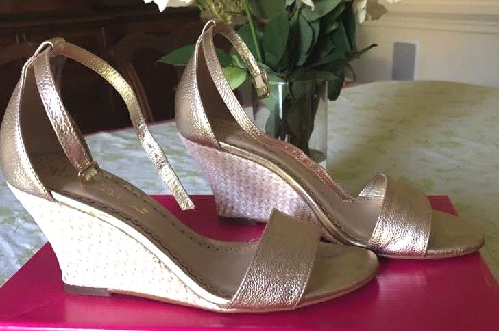 Lilly Pulitzer Cute Gold Lily Wedges