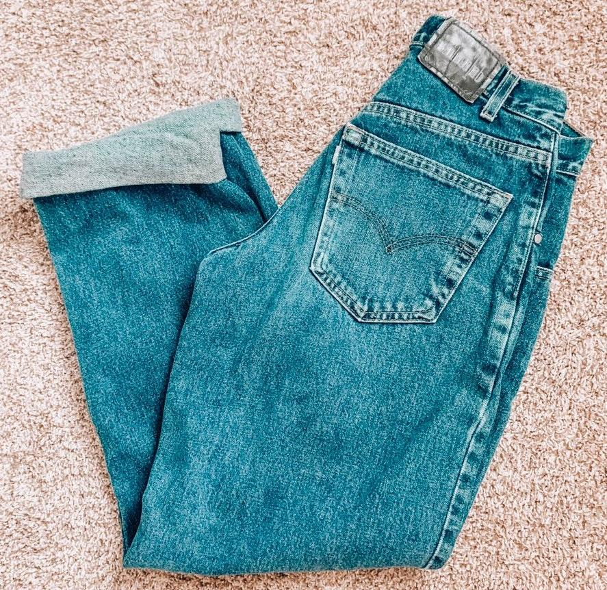 Levi's baggy mom jeans