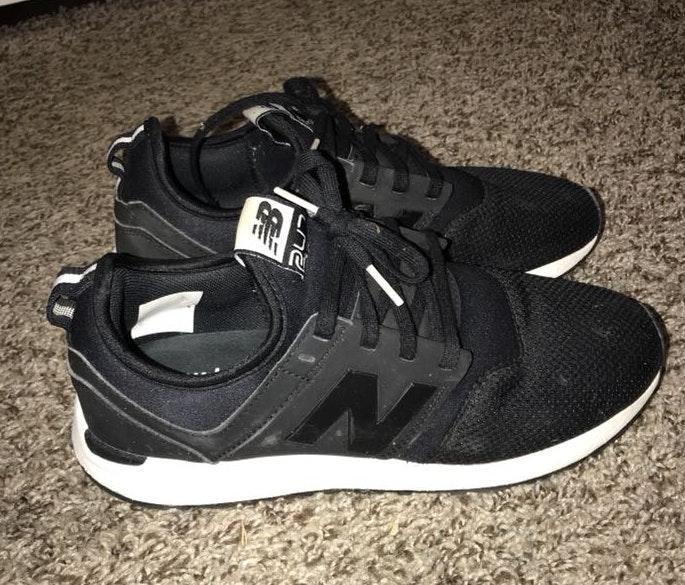 New Balance Black Tennis Shoe