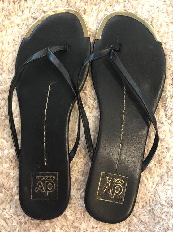Dolce Vita Black and gold flip flops