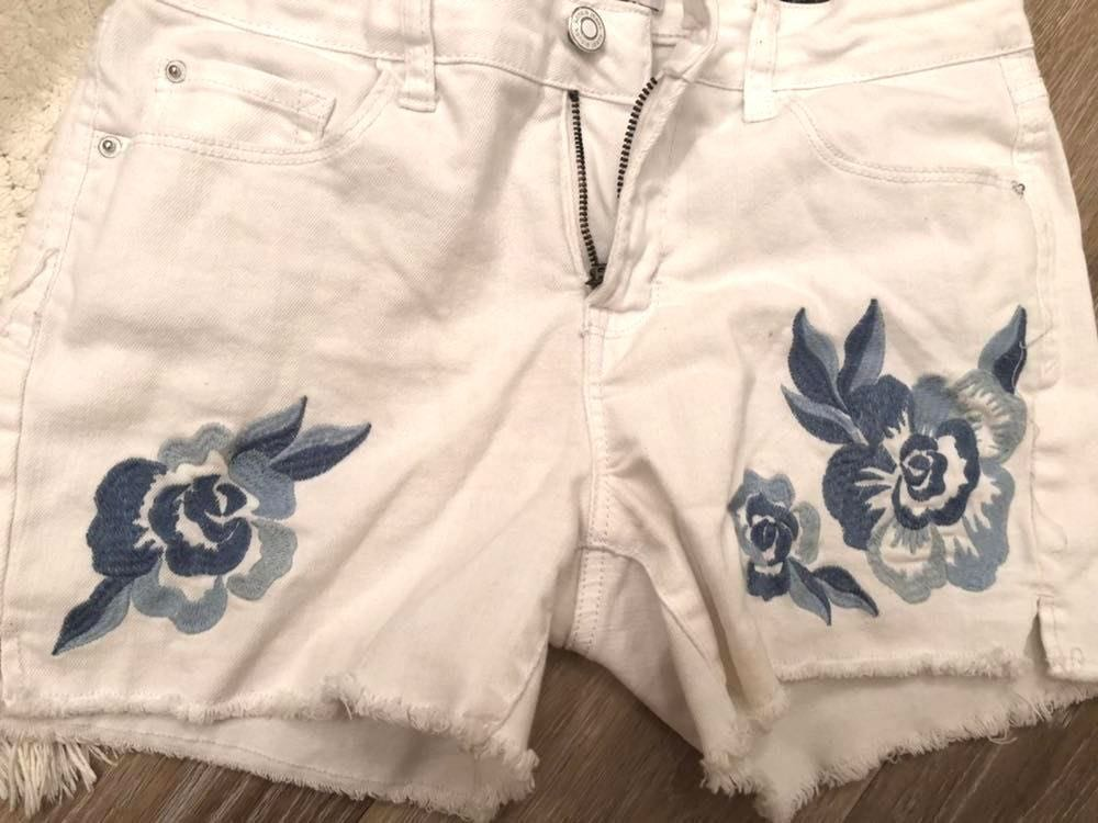Kensie Embroidered Shorts