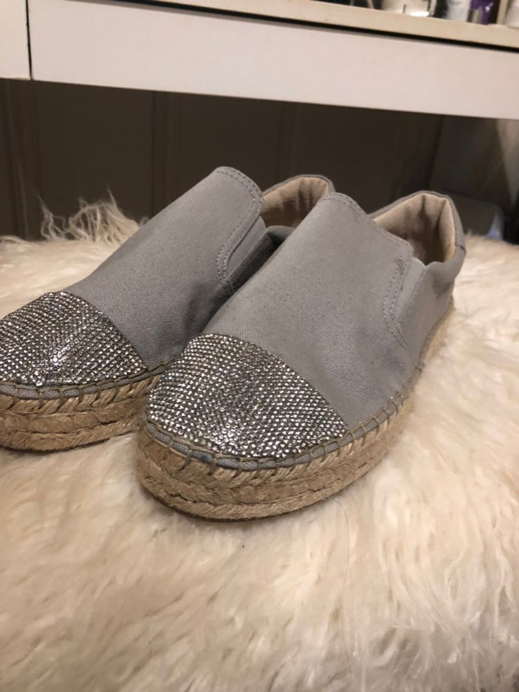 Kendall & Kylie NEW Grey Slip Ons