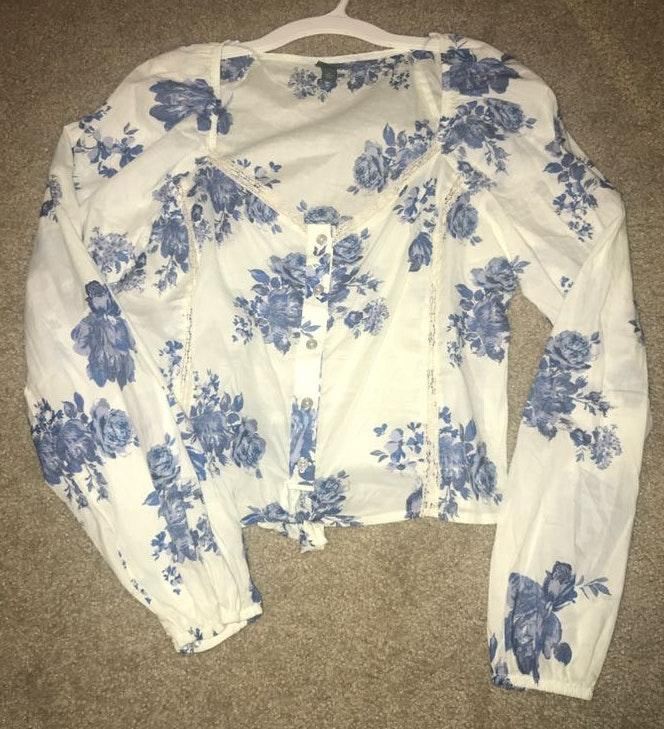 Wild Fable Blue Floral Middrift Top