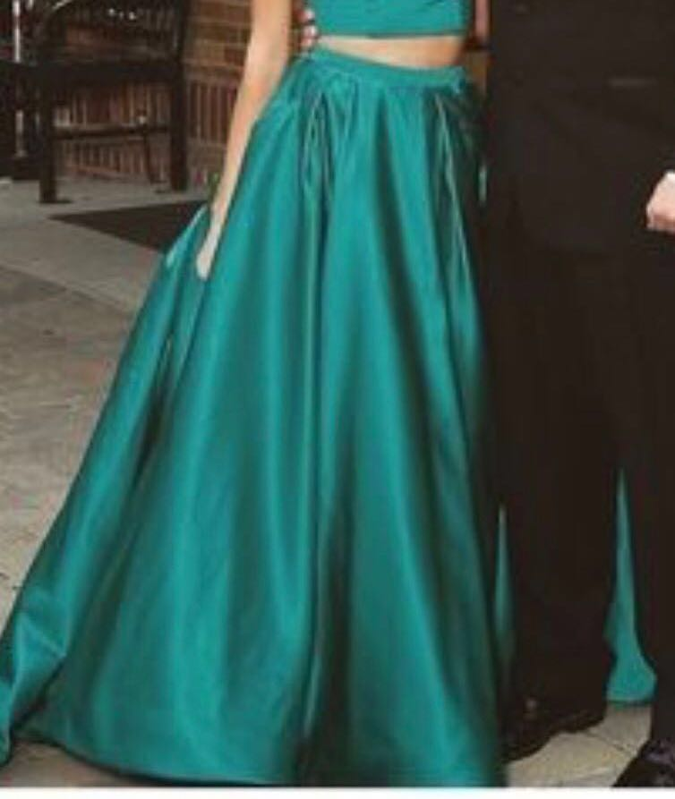 La Femme Beautiful  Prom/ Formal Dress