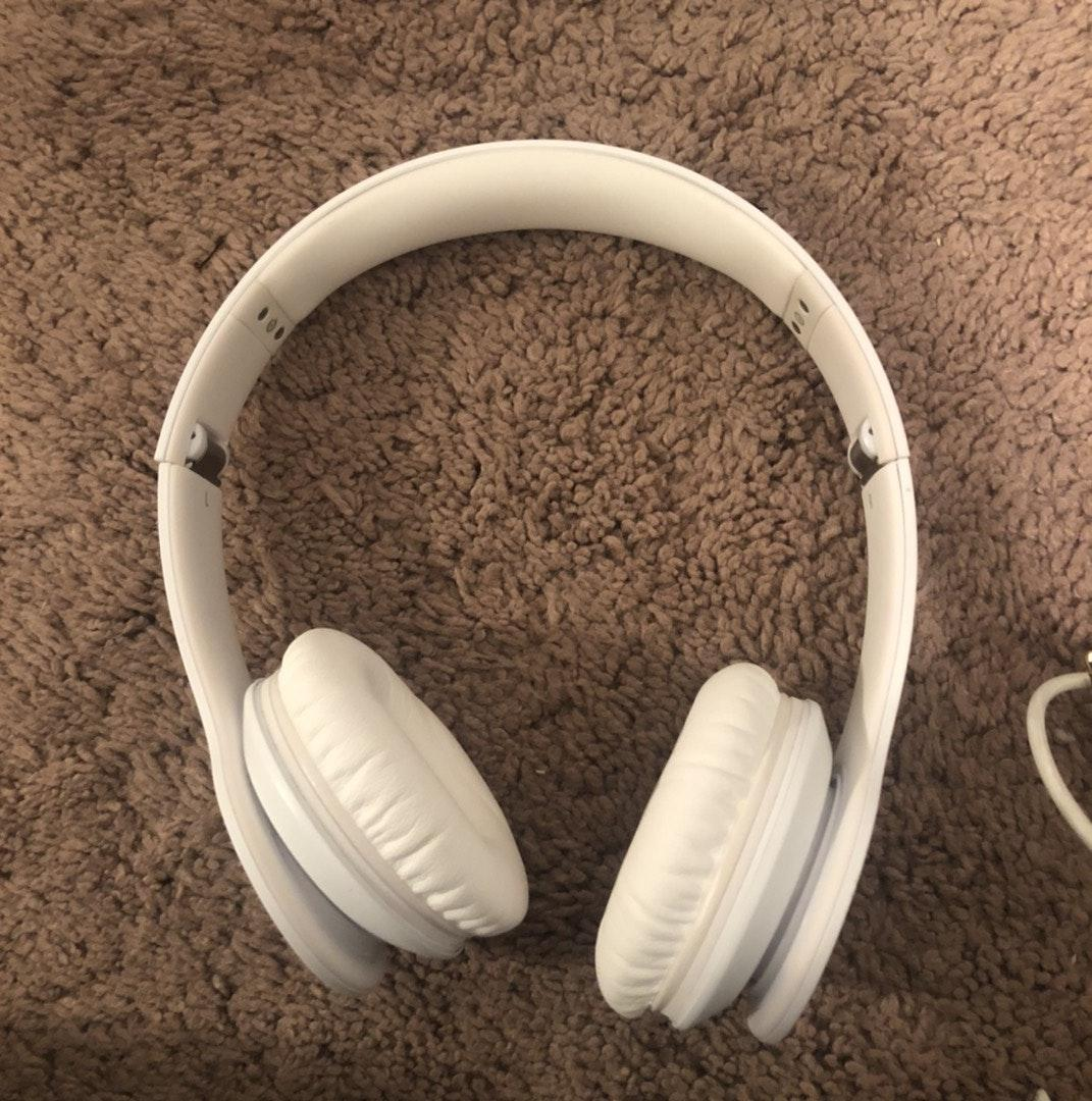 Wired White Beats Curtsy