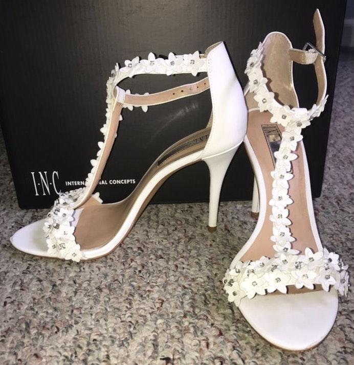 International concepts White Flower Diamond Heels