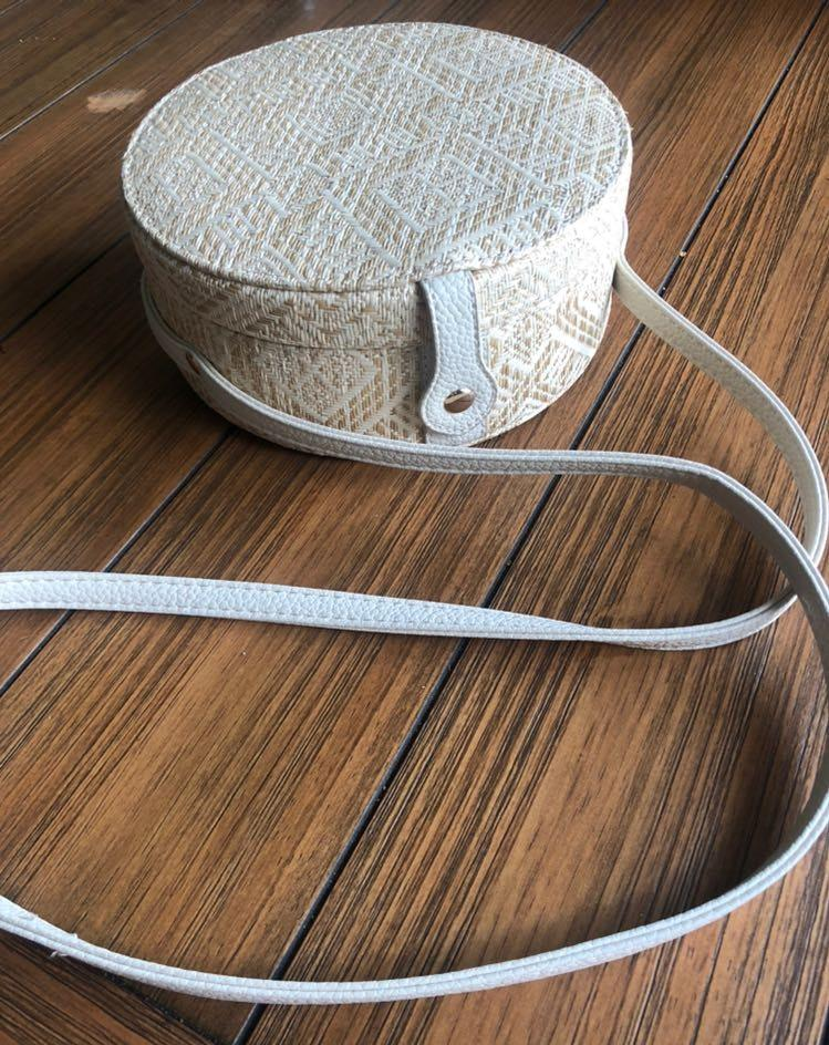 Urban Outfitters Round Bag Beige and White Woven Great Condition