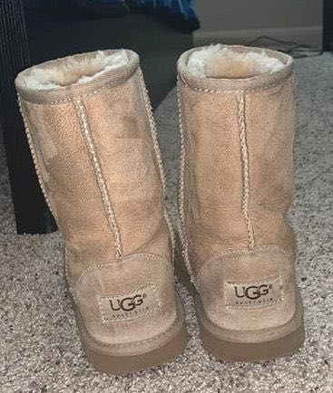 UGG Youth Size 4 S