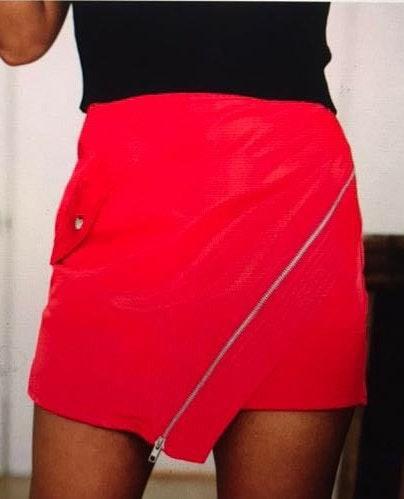 These Three Boutique Zipper Detailed Asymmetrical Skirt